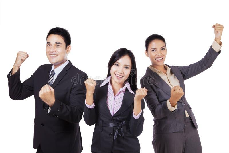 庆祝他们的在演播室的企业队成功 免版税库存照片