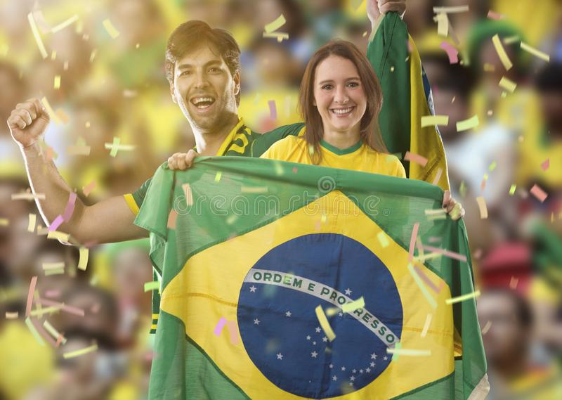 庆祝在体育场的巴西夫妇 免版税库存图片