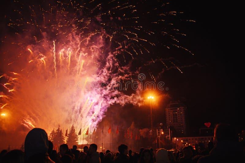 庆祝在正方形的假日 伟大的乐趣 免版税图库摄影