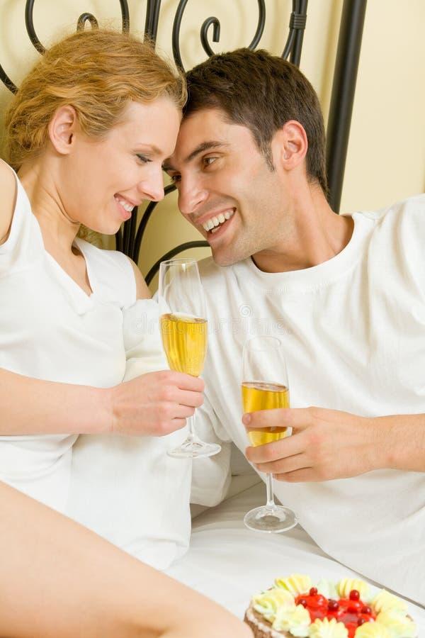 庆祝夫妇年轻人 库存照片