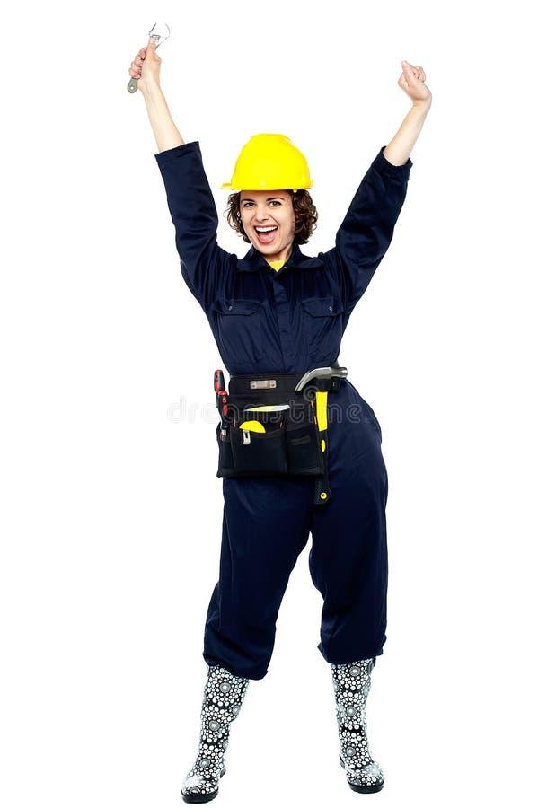 庆祝她的成功的女工匠 免版税库存照片