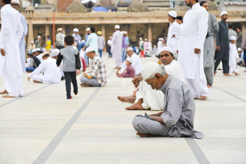 庆祝指示月的结束赖买丹月的Eid AlFitr的穆斯林 免版税图库摄影