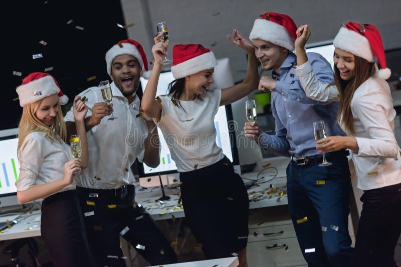 庆祝新年的企业队 免版税库存照片