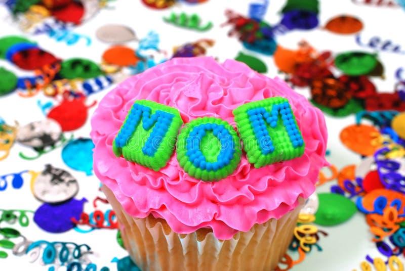 庆祝杯形蛋糕妈妈 免版税图库摄影