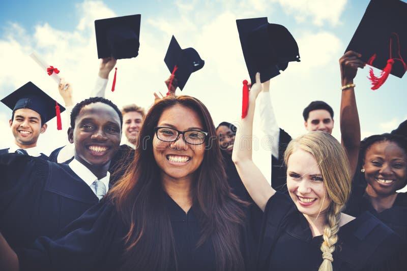 庆祝毕业概念的小组不同的学生 免版税图库摄影