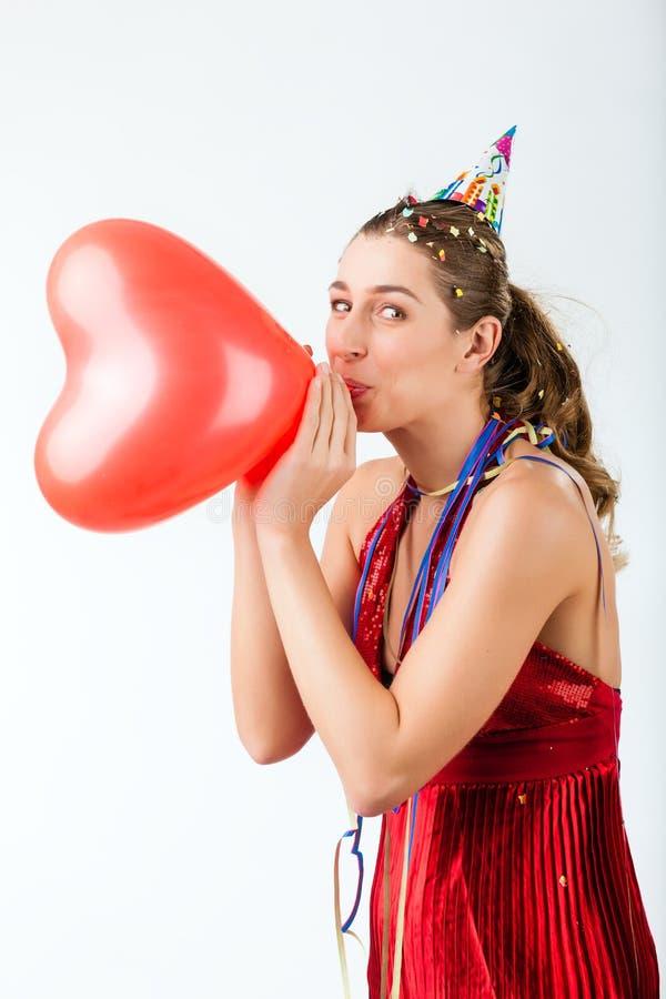 庆祝生日或情人节的妇女 免版税库存图片