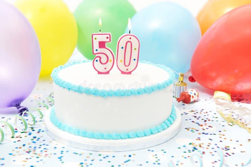 庆祝第50个生日的蛋糕 免版税库存照片
