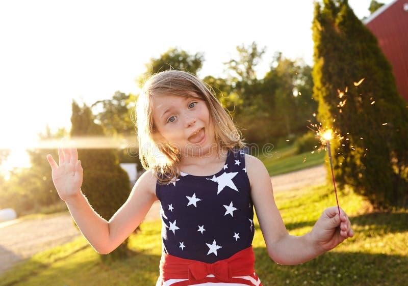 庆祝美国独立日的愉快的小女孩 库存照片