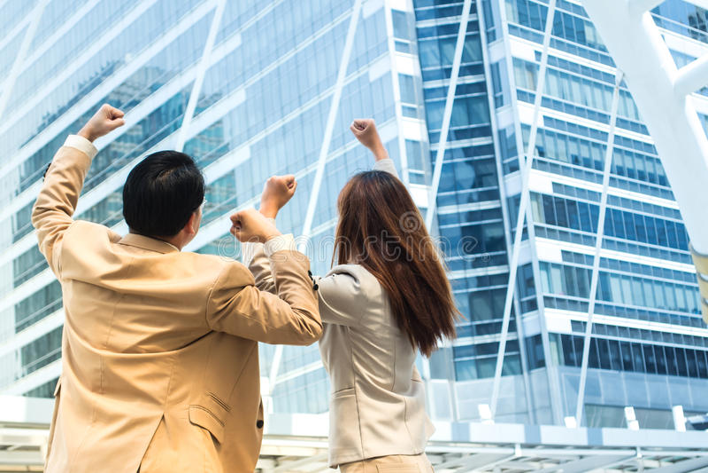 庆祝他们的成功的企业队后侧方 事务su 免版税库存图片