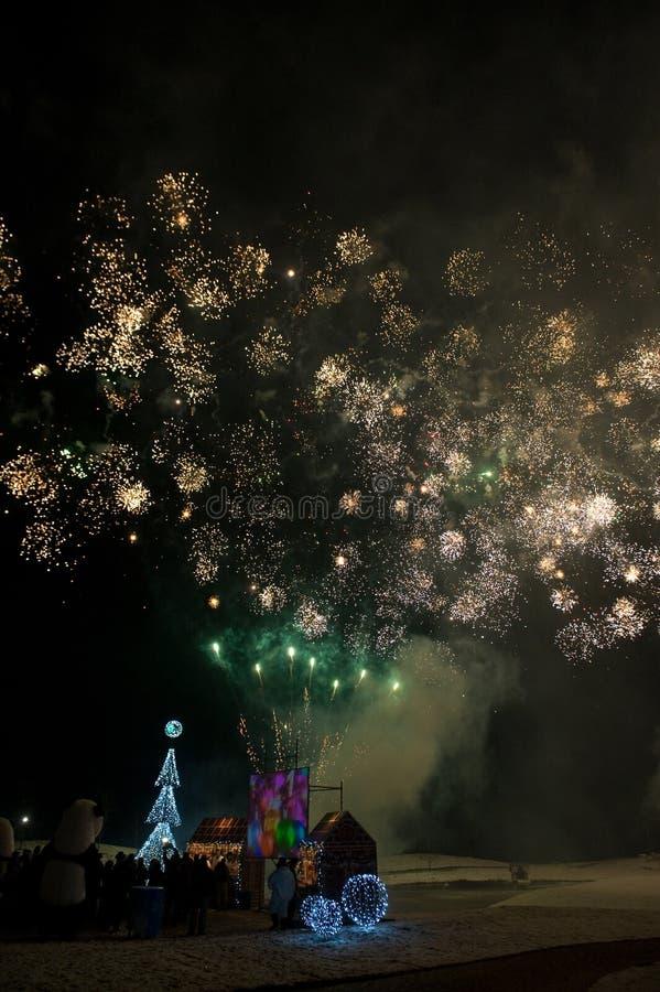 Download 庆祝 库存照片. 图片 包括有 发光, 庆祝, 晚上, 自由, 显示, 黑暗, beautifuler, 投反对票 - 22357668