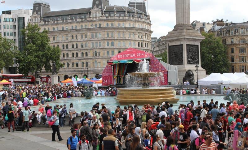 庆祝Eid的节日人们在特拉法加广场 库存图片