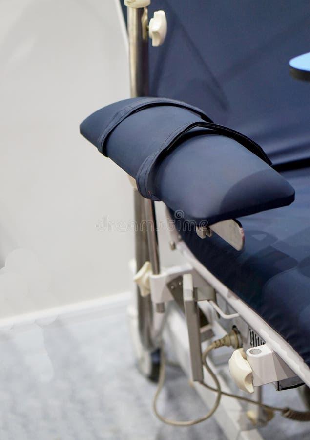 床在病区里患者诊断或用于医院 图库摄影