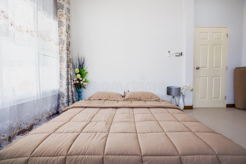 床室被设计的室内装璜现代 免版税图库摄影