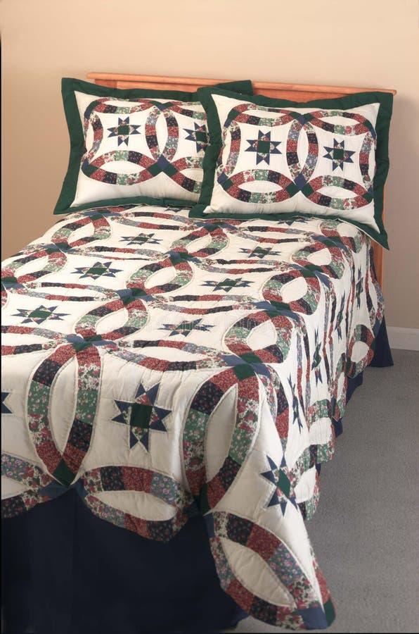 床罩做枕头被子孪生 免版税库存照片