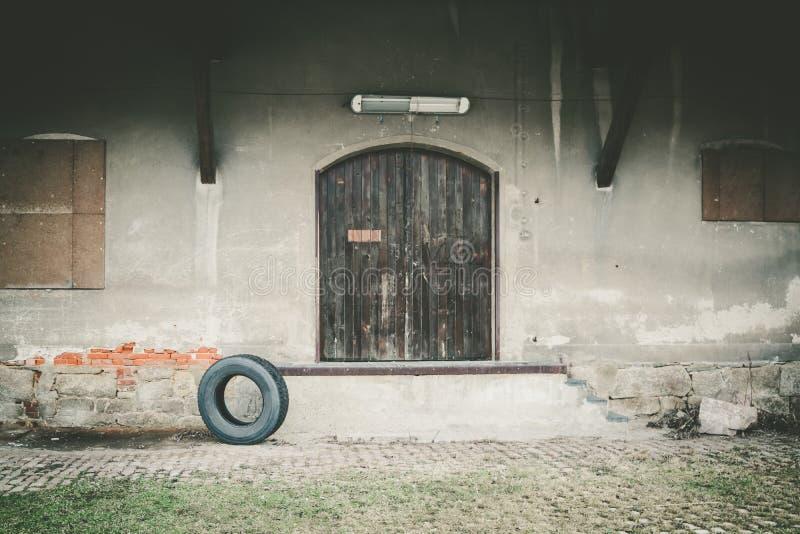从仓库的轮胎 免版税图库摄影