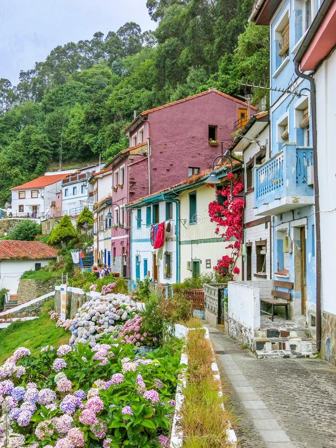 库迪列罗,一点沿海村庄在阿斯图里亚斯,北西班牙, 免版税库存照片