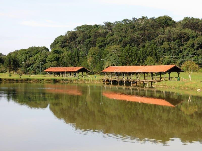库里奇巴Park湖桥梁 免版税库存照片