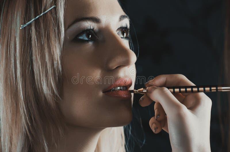 应用光泽嘴唇组成专业人员 免版税图库摄影