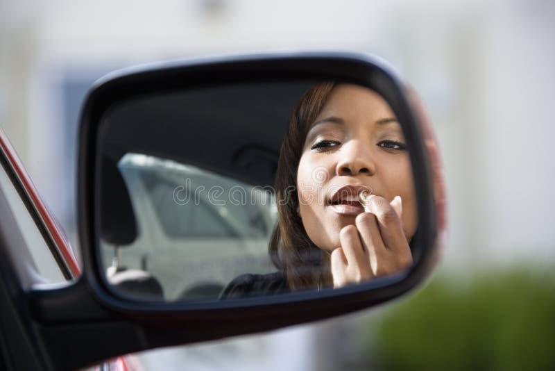 应用唇膏妇女 库存照片