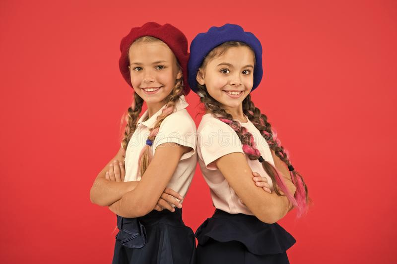 应用形式上国际学校 法国语言学校 学校时尚概念 学生微笑的女孩佩带正式 免版税库存图片