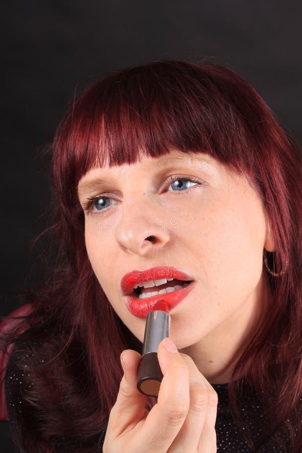 应用色情嘴唇的唇膏 免版税库存图片