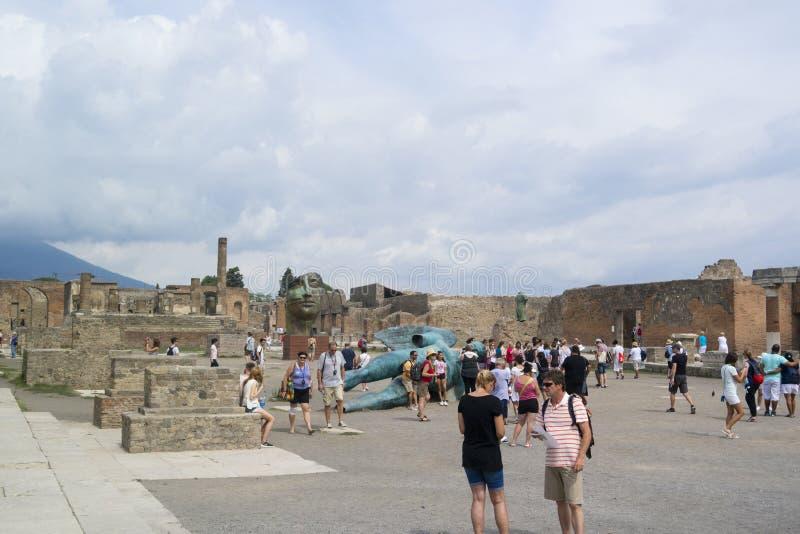 庞贝城,意大利- 2016年9月5日 游人参观古老R 库存照片