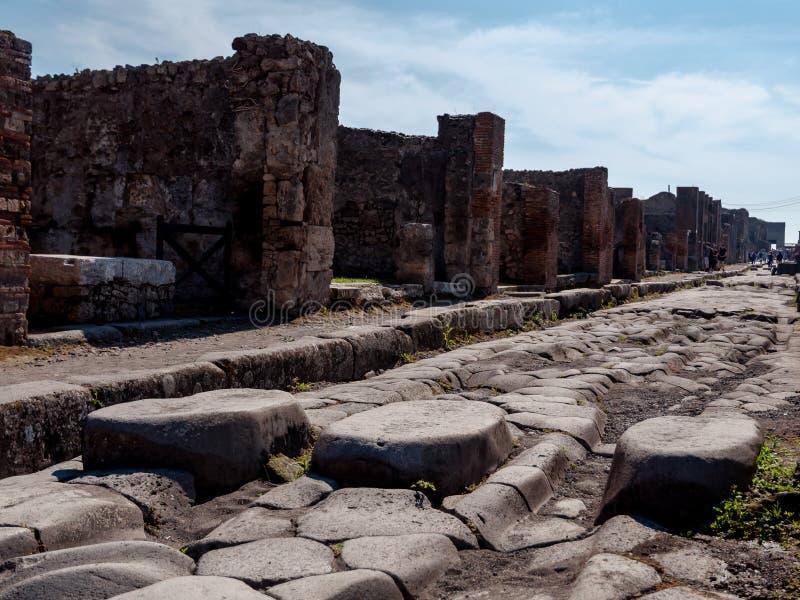 庞贝城意大利古老街道  毁坏了庞贝城和burie 免版税库存照片