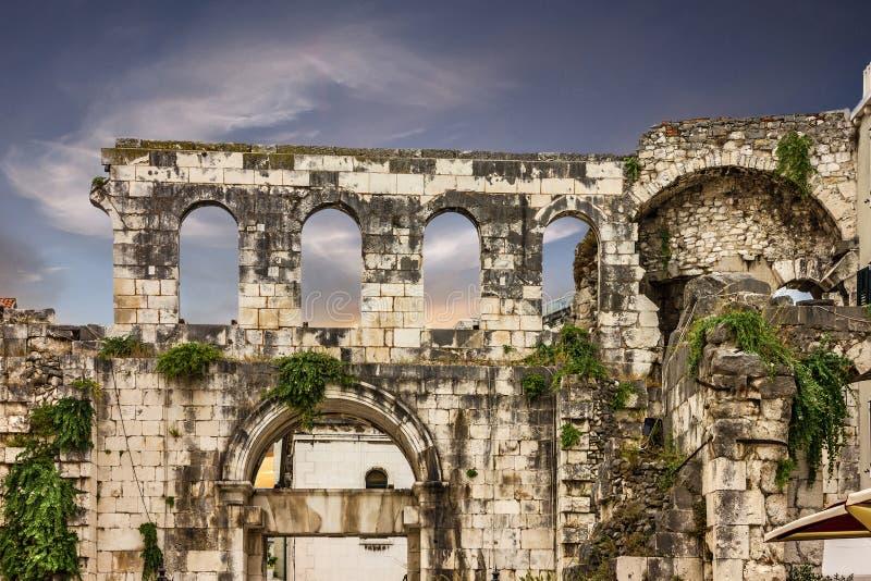 废墟在克罗地亚,分裂, Diocletian宫殿墙壁 库存图片