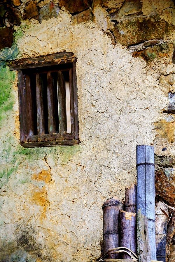 废墟建筑学和老石房子 库存图片