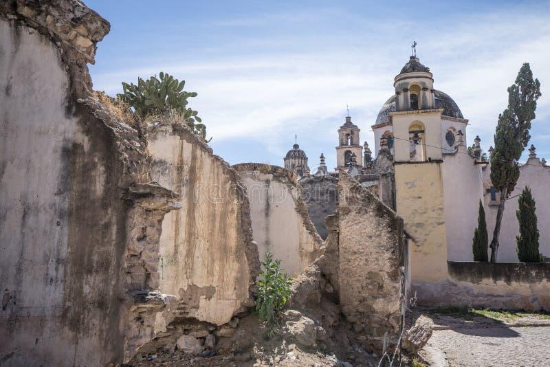 从废墟看见的Atotonilco教堂 免版税库存照片