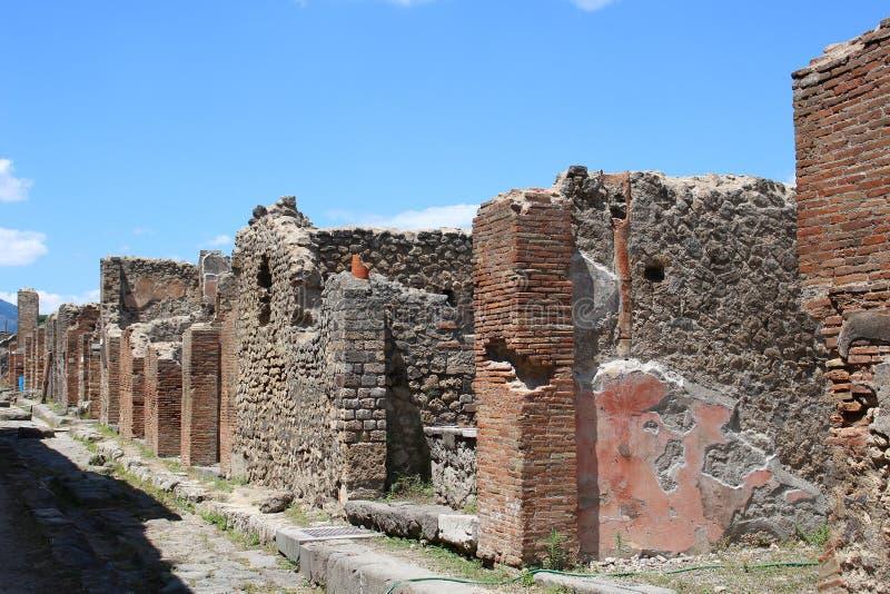 废墟街道在庞贝城 免版税库存照片