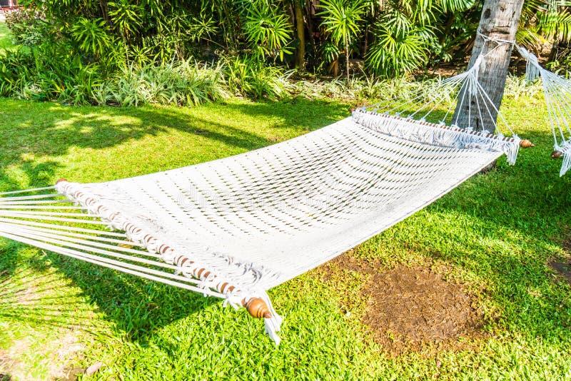 Download 庭院吊床 库存图片. 图片 包括有 健康, 吊床, 申请人, 户外, 结构树, 愉快, 新鲜, 自然, 夏天 - 72364883
