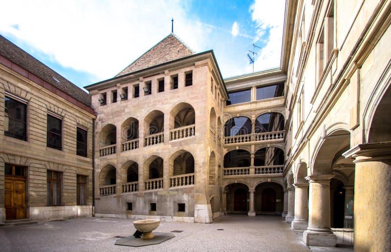 庭院和城堡在老城市 库存图片