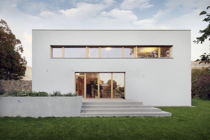 庭院和新的空白系列房子 库存图片