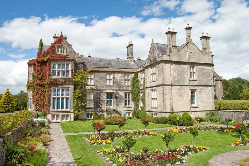 庭院房子爱尔兰killarney muckross 免版税库存照片