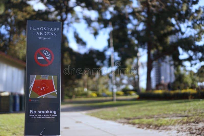 庭院操场禁烟标志 库存照片
