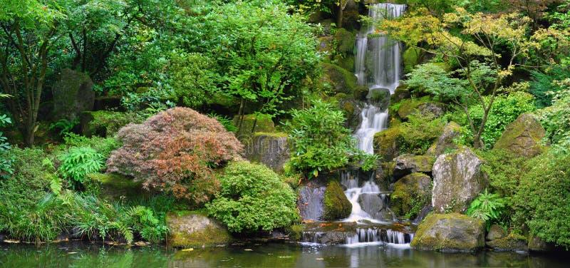 庭院日本全景瀑布 免版税库存图片