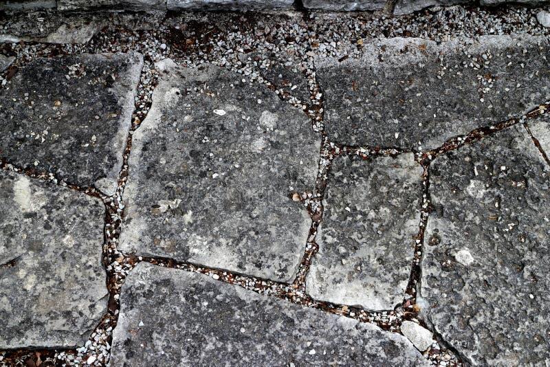 庭院有石砖的垫脚石道路以各种各样的形状 库存图片