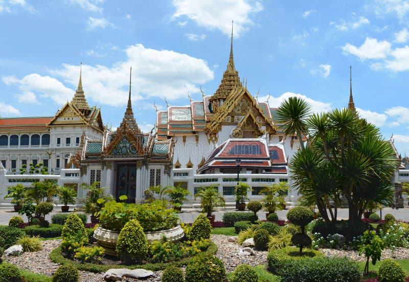 庭院的美丽的景色在盛大王宫前的 曼谷, 库存图片