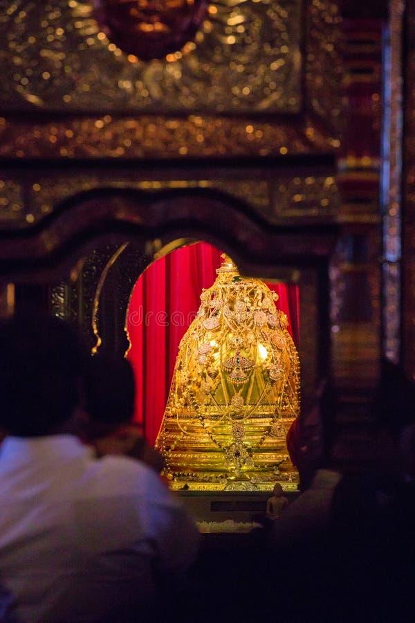 康提,斯里兰卡-大约2013年12月:牙被保留神圣的牙遗物的寺庙,地方 库存图片