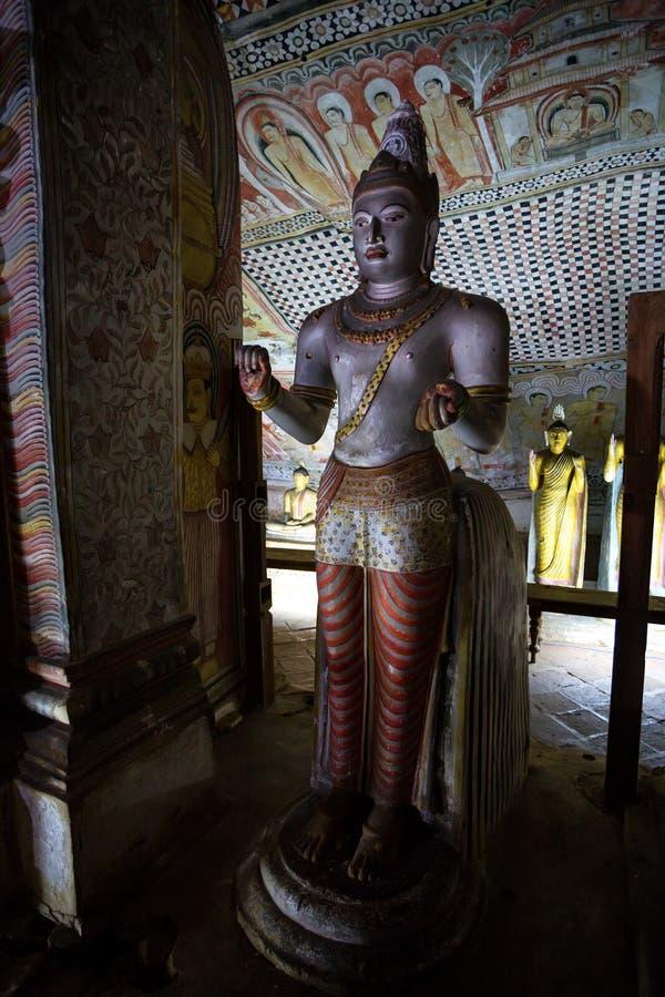 康提,斯里兰卡- 2013年12月2日:在寺庙的雕塑在Dambulla,斯里兰卡 库存照片