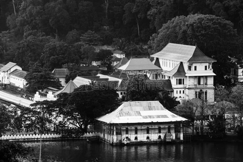 康提,斯里南卡 神圣的牙遗物的佛教寺庙鸟瞰图  库存图片