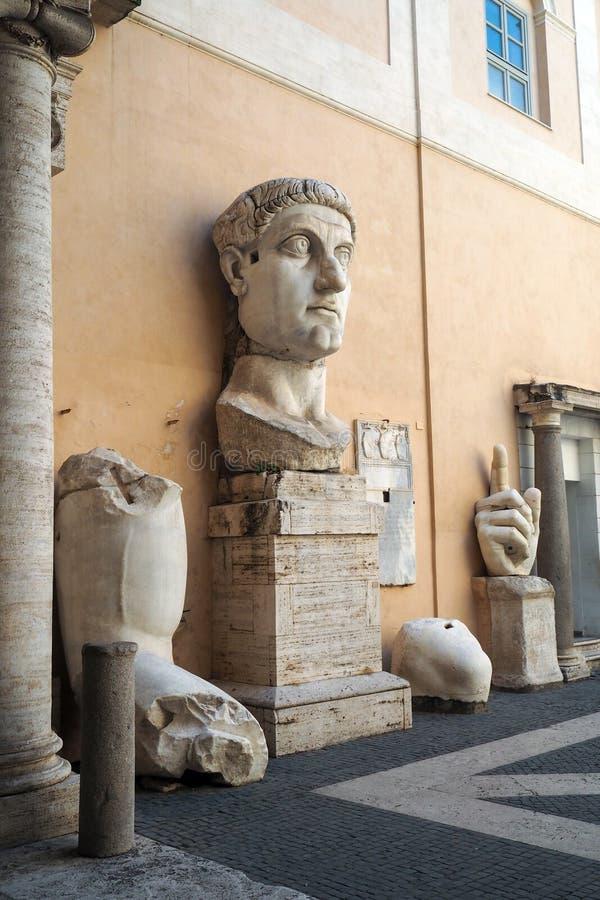 康斯坦丁一个巨大雕象的大理石片段在穆塞伊Capitolini在罗马 免版税库存图片