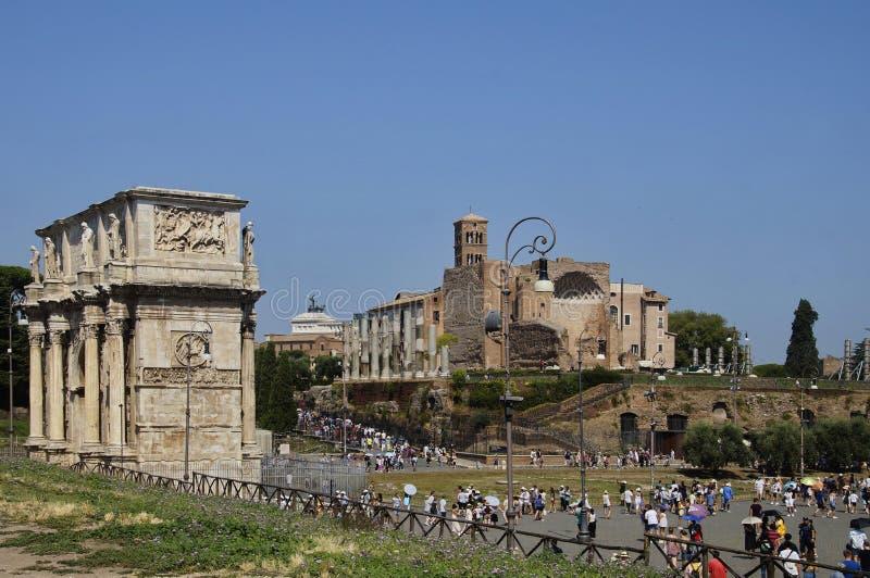 康斯坦丁曲拱和金星和罗马寺庙  免版税库存照片