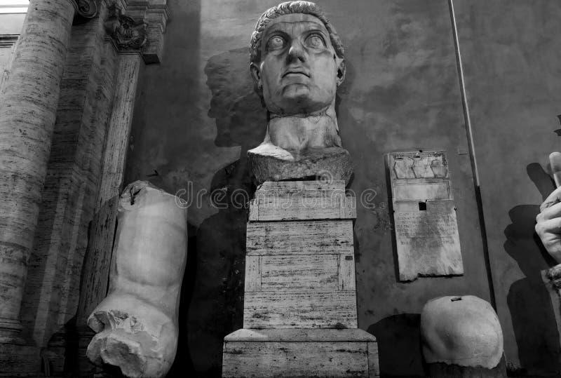 康斯坦丁雕象在晚上 库存照片