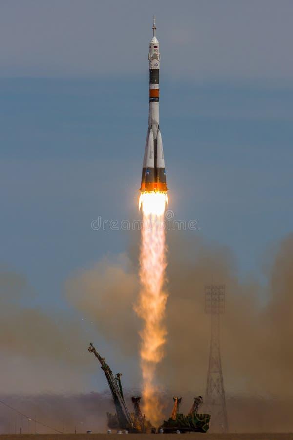 贝康诺,哈萨克斯坦- 2017年4月20日:太空飞船`联盟号MS-04 `的发射对ISS的与缩短的乘员组 免版税图库摄影