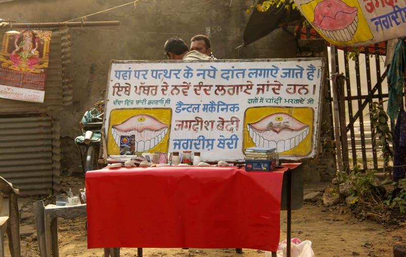 庸医的医术:在口腔实习的一个主要漏洞在印度 库存照片
