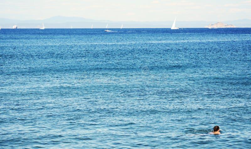 廖马里纳镇,厄尔巴岛海岛,卡片,意大利,游泳 免版税库存照片
