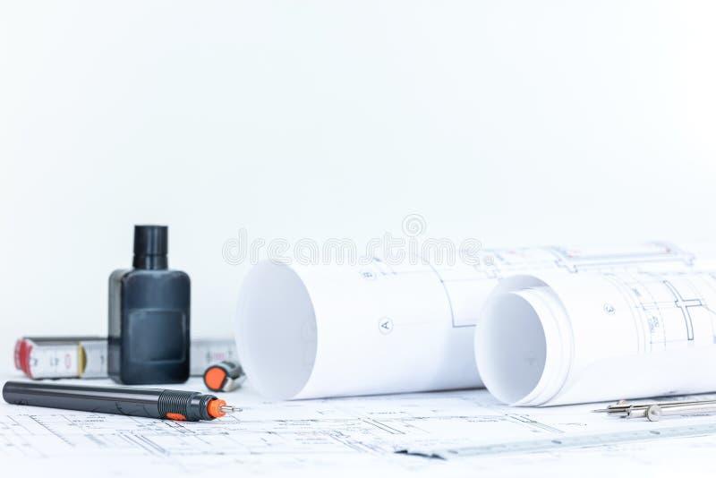 建筑图纸滚动,项目计划,设计drawin 免版税库存图片