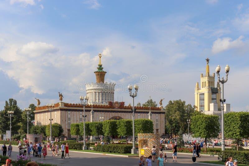 建筑大厦在夏天公园 免版税图库摄影